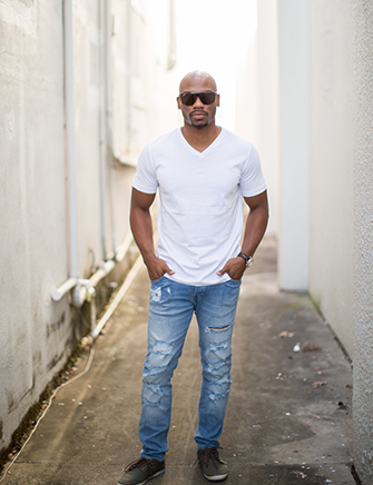 professional picture of young guy winter park florida with ripped jeans and white tee shirt